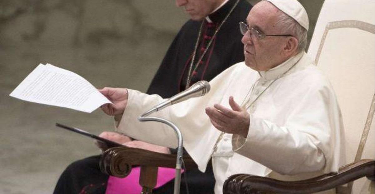 Papa Francesco la messa per i defunti non si paga sacrificio di cristo gratuito