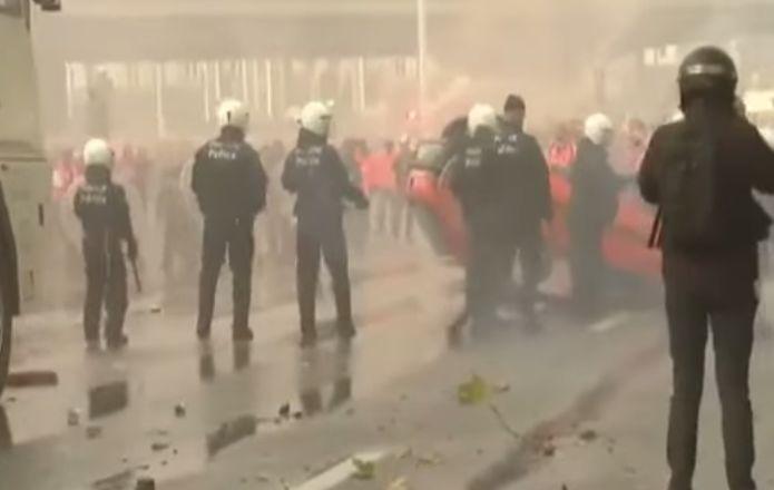 A Bruxelles la storica protesta contro L'AUSTERITA'.Ma noi Italiani dormiamo mentre le Tv censurano!Il VIDEO