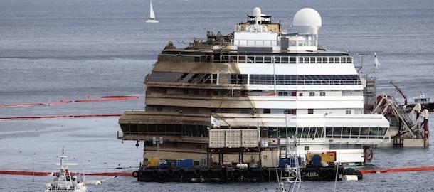 10 euro per vedere la Concordia a Genova.Il business sulla pelle dei 32 defunti...