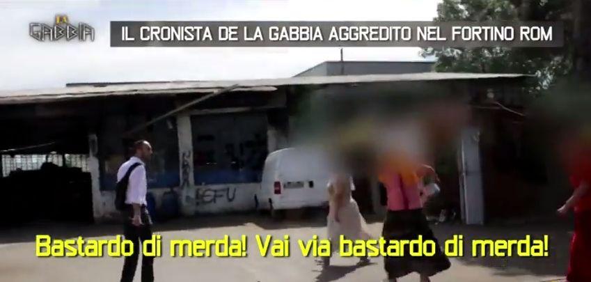 """La Gabbia. """"Ti taglio col coltello"""": Cronista aggredito e minacciato da una combriccola da Rom!Video"""