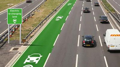 Regno Unito:  strade al sole che ricaricano le macchine elettriche mentre si viaggia