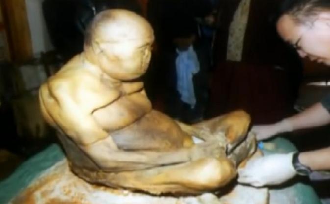 Il mistero del monaco buddista: Morto da oltre 90 anni ma il suo corpo sembra ancora vivo