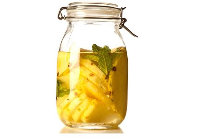 Bere acqua di ananas a stomaco vuoto apporta innumerevoli benefici.Ecco quali