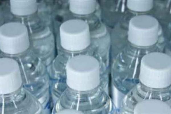 Smettete di bere quest' acqua!La verità che si nasconde dietro è terrificante!