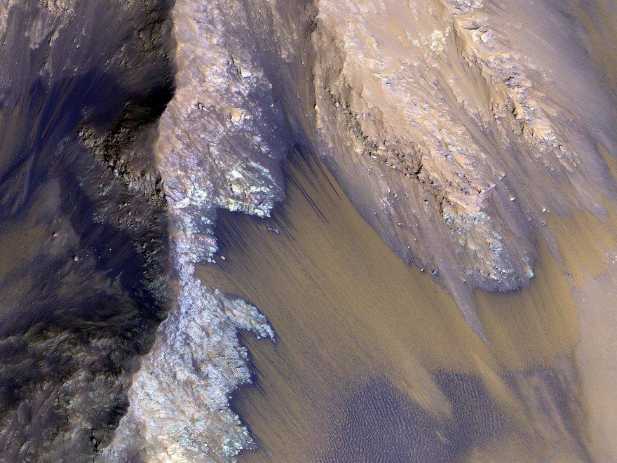 """Nasa trova le prove della presenza di acqua su Marte: """"Scorrono fiumi di acqua salata,potrebbe esserci vita"""".VIDEO"""