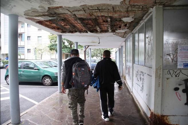 """Amianto """"sotto casa""""a contatto con i residenti.Un quartiere in pericolo a Milano.ASSURDO!"""