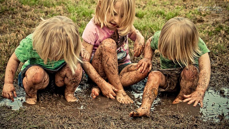 I bambini intelligenti si sporcano col fango,si arrampicano sugli alberi, non giocano con il tablet...