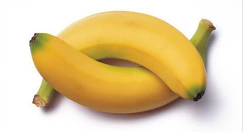 Ecco cosa succede al nostro organismo se mangiamo 2 banane al giorno.Le banane e i loro benefici
