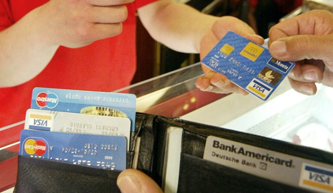 Quello che devi sapere quando paghi con il bancomat o con la carta di credito