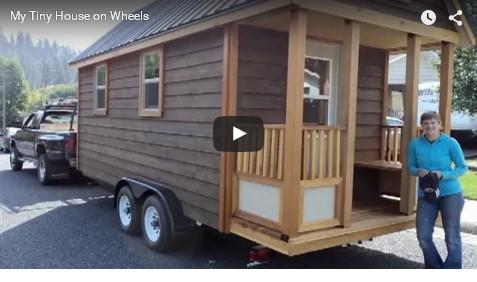 Costruisce la sua casa anticrisi su un carrello con ruote.Spesa modica e niente tasse!IL VIDEO