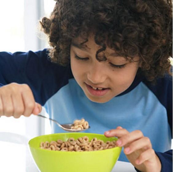 La colazione a base di cereali (corn flakes) fa bene?Meglio sceglierli con cura.Ecco come e perchè