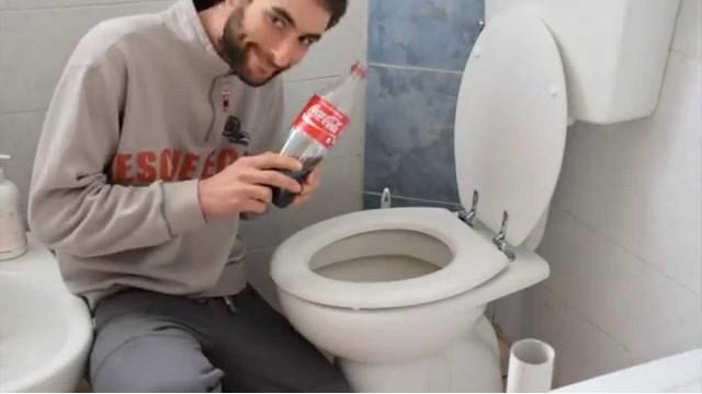 """Coca cola utilissima per sbrigare molte """"faccende quotidiane"""".Ecco gli usi possibili.L'importante?Non berne...VIDEO"""