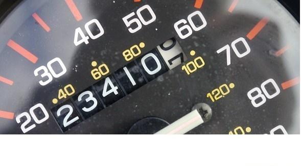 Il 40% dei contachilometri delle auto usate sono manomessi.Ecco come accorgersene prima di acquistarle