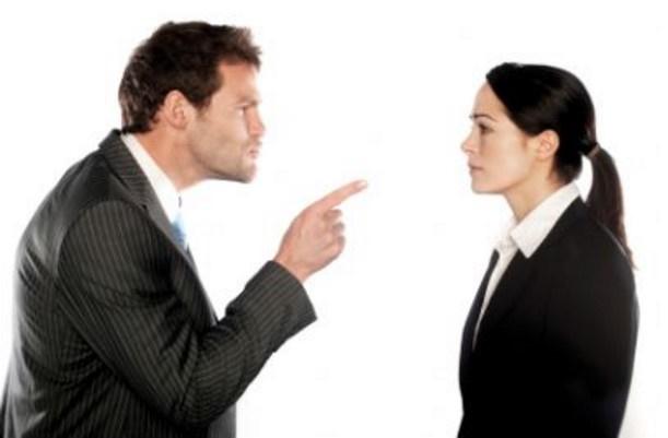 Il datore di lavoro che minaccia licenziamento commette un reato. Lo ha stabilito la Cassazione