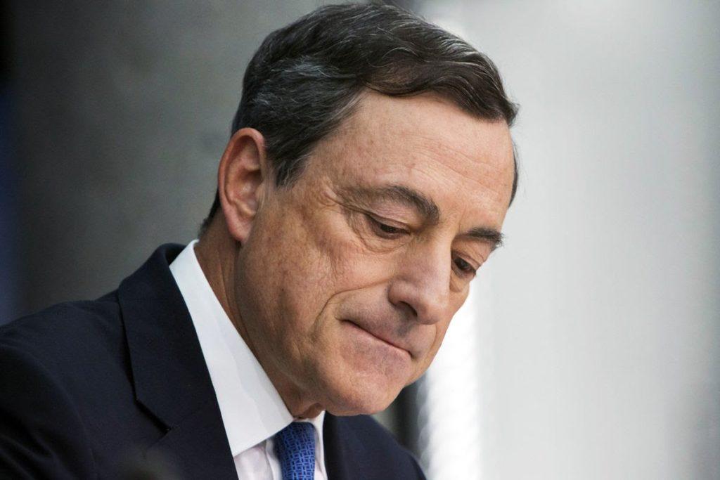 """Draghi ordina: """"Abbassare stipendi e salari per salvare l'Euro""""."""