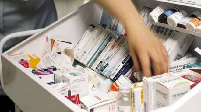 Farmaci antitumorali venduti in Italia ad un prezzo superiore del 1500% rispetto ad altri paesi.L'UE fa finta di nulla