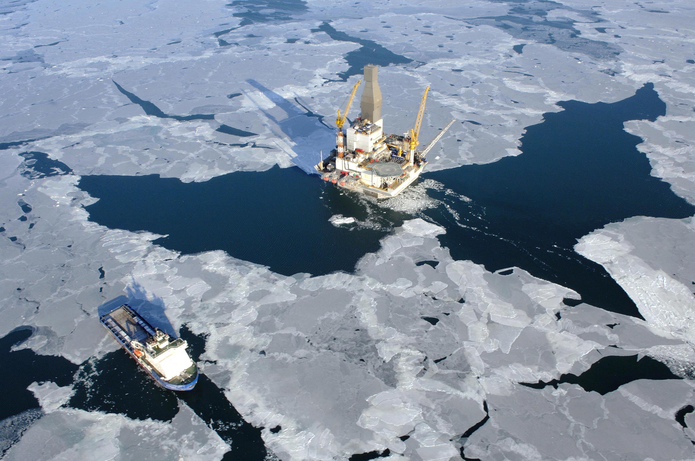 Vogliono far sciogliere i ghiacci dell' Artide per estrarre il petrolio