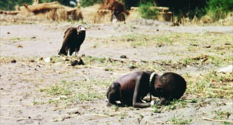 Il Bambino e l'Avvoltoio: la vera storia di una fotografia che cambiò il Mondo