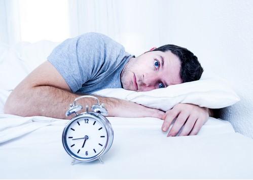 Soffri di insonnia?Con questo metodo ti addormenterai in meno di un minuto.Il metodo 4-7-8.Ecco cos'è