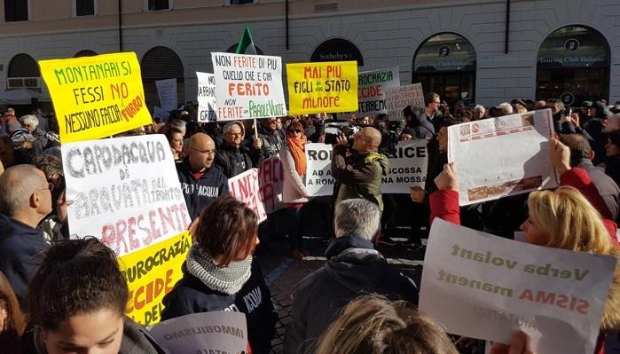 """Roma,l'accusa dei terremotati:""""hanno cercato di non farci arrivare alla manifestazione di protesta"""".IL VIDEO"""