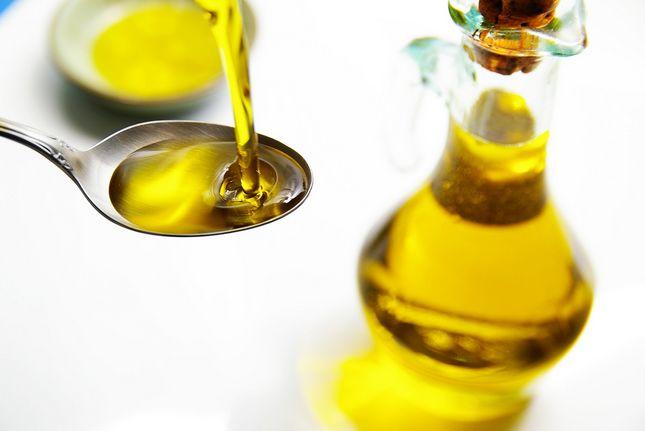 Oil pulling: Come e perchè sciacquarsi la bocca con l'olio depura e guarisce