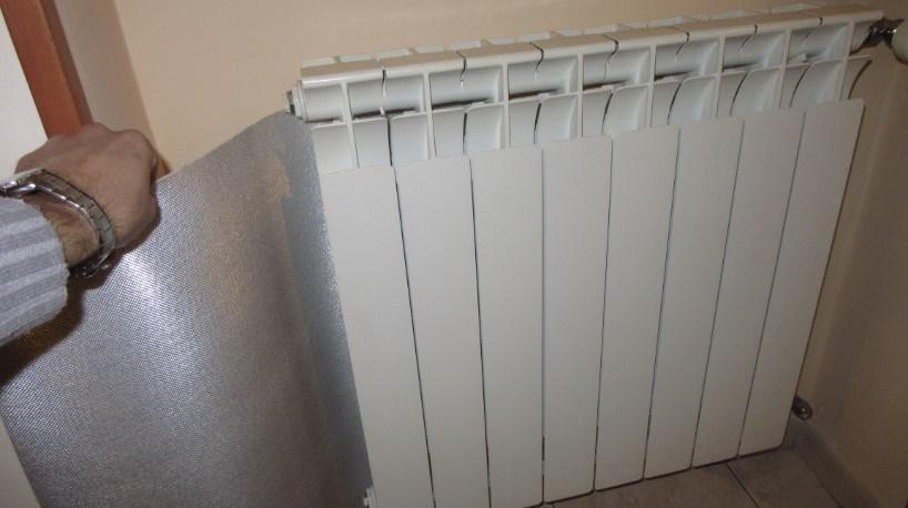 Pannelli termoriflettenti dietro ai termosifoni per risparmiare sulla bolletta