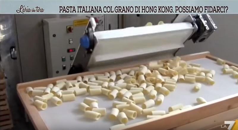 Pasta italiana prodotta col grano di Hong Kong, e agricoltori italiani che falliscono. VIDEO