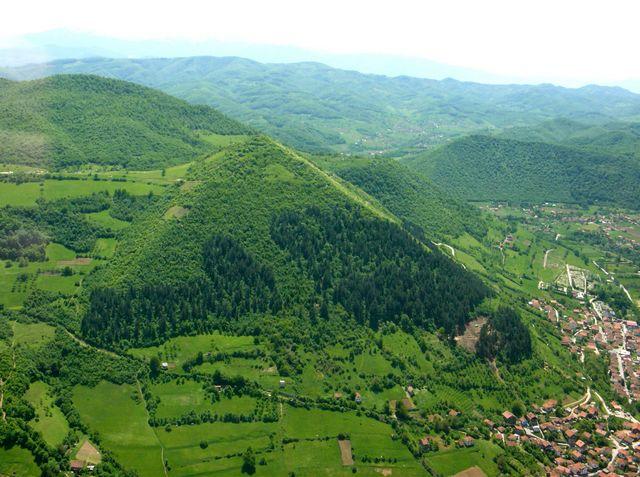 Da Tenerife a Caserta: Il mistero delle Piramidi in tutto il mondo