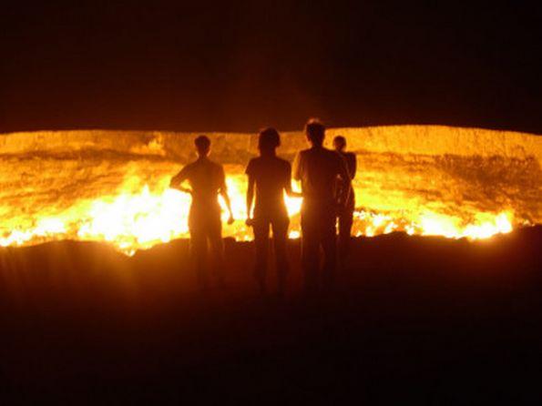 """La chiamano """"La porta per l'inferno"""".Non è un vulcano,ma qualcosa di assurdo..."""