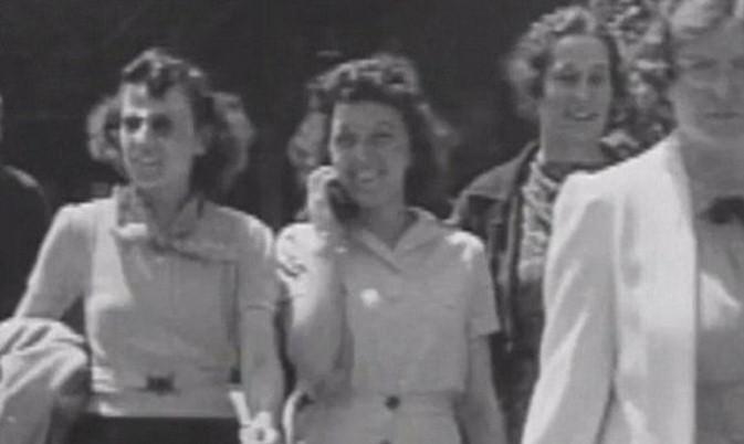 Nel 1938 una ragazza che parla al cellulare,ma è mai possibile?IL VIDEO SHOCK