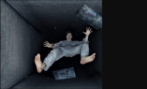 La sensazione di cadere mentre si dorme si chiama spasmo ipnico, ecco perché accade