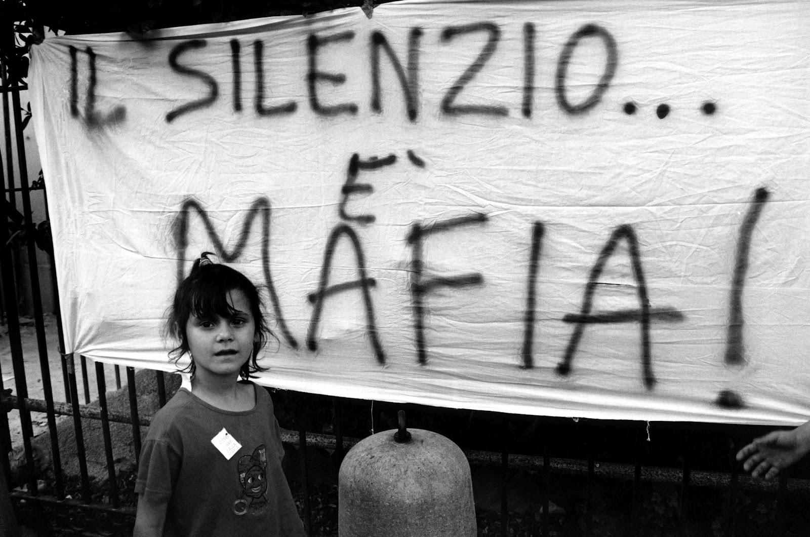 Storia di mafie, di rivoluzioni mancate e di patti fruttuosi