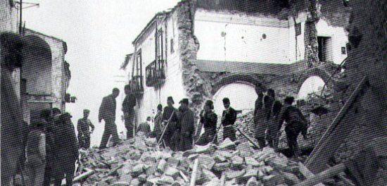 1930 terremoto del Vulture(1400 morti).Il governo Mussolini in soli 3 mesi ricostruì 3.746 case e ne riparò 5.190