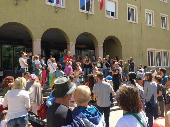 """Vaccini. 130 famiglie del Trentino chiedono """"asilo"""" all' Austria:""""non avveleneremo i nostri figli"""""""