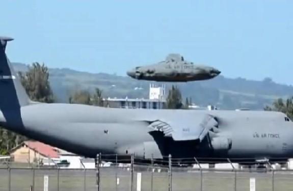 Ma quali Ufo o alieni! Sono solo macchine militari.Guarda il video