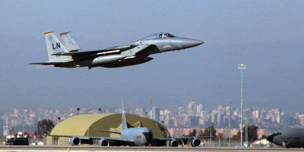 """Gli USA bombardano """"per errore"""" l'esercito siriano che combatte contro l' Isis.IL VIDEO TESTIMONIANZA SHOCK"""