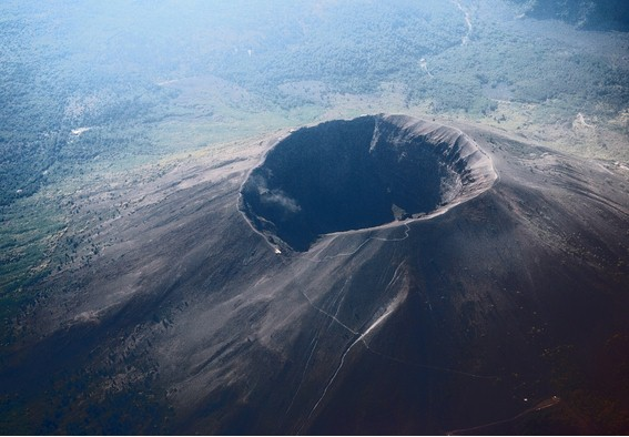"""Vulcanologo attacca le istituzioni""""Vesuvio a rischio,ancora non c'è un piano di evacuazione"""""""