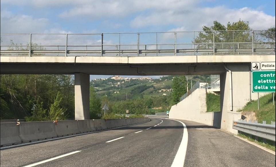 Viadotto autostradale, disconnesso e con due crepe considerato agibile dall' organo di controllo.Ecco dove