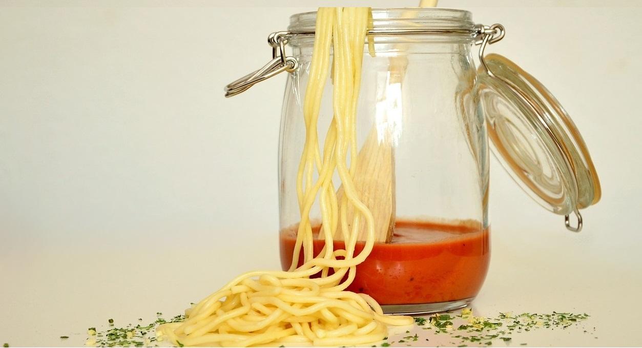 Spaghetti con grano canadese, salsa di pomodoro cinese e olio d'oliva tunisino 2