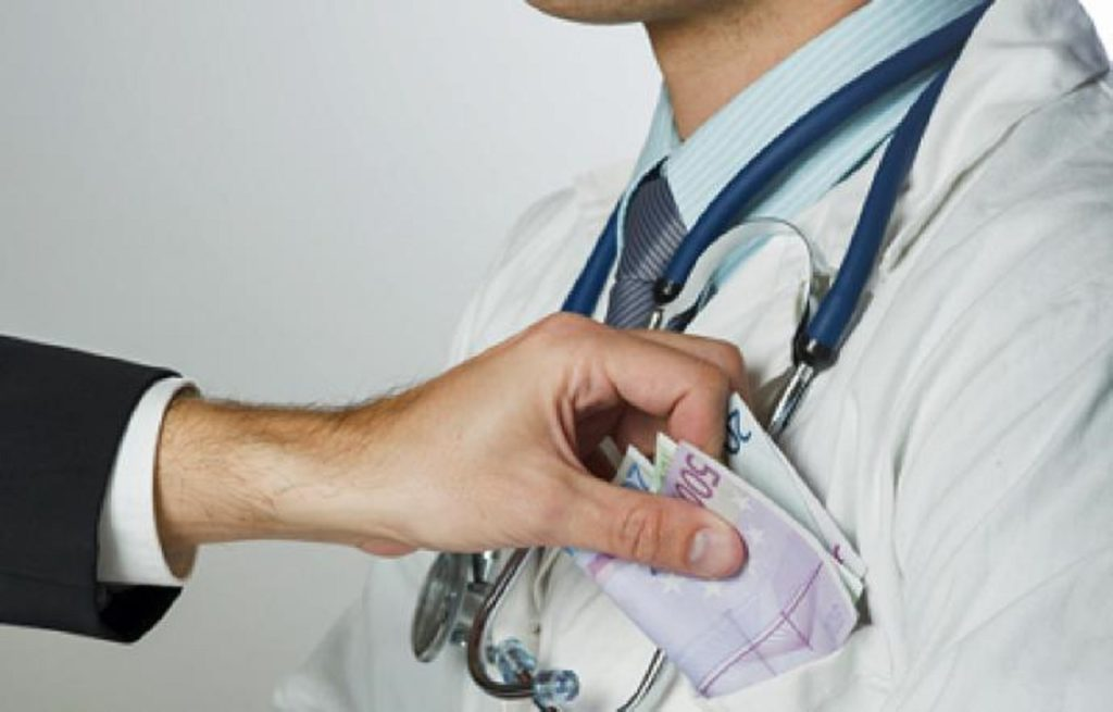 medici corrotti dalle case farmaceutiche