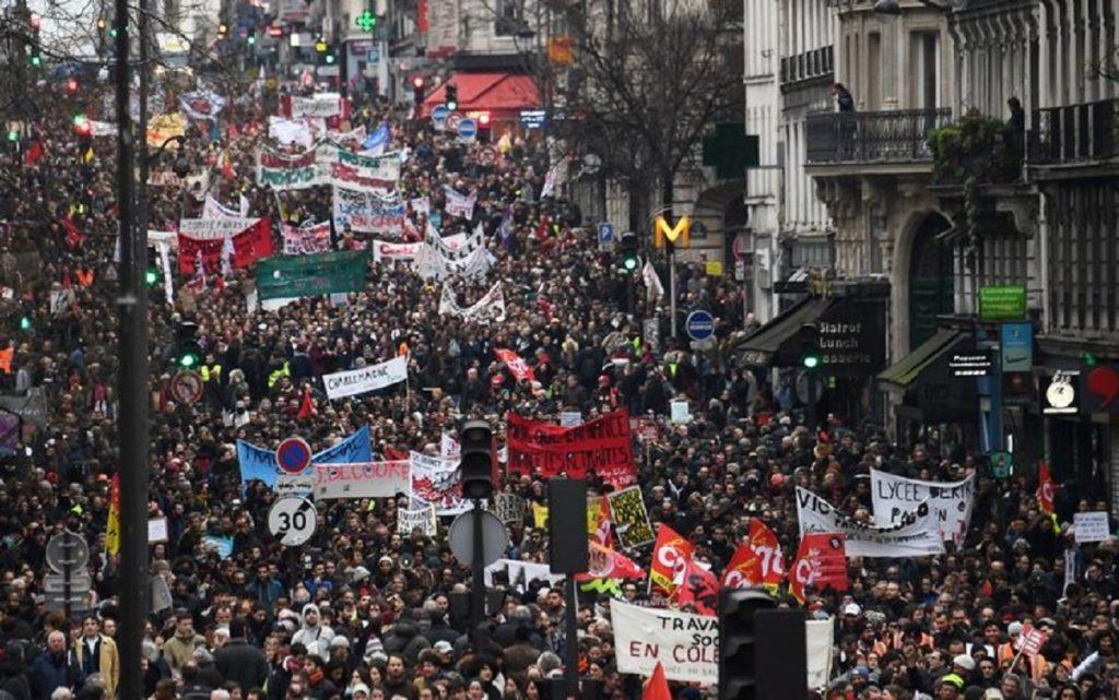 Francia governo ritira riforma delle pensioni