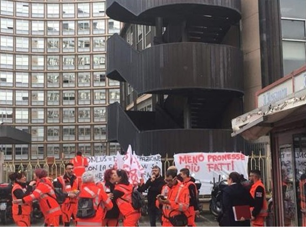protesta dipendenti ares 118 Viterbo Rieti 2