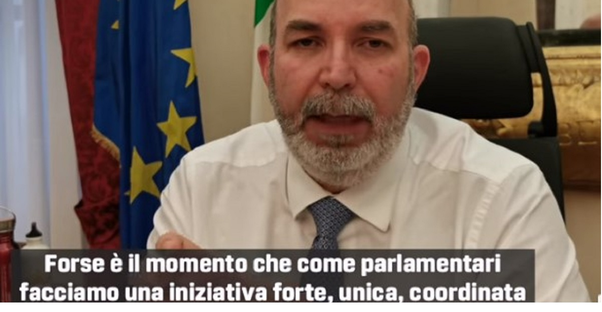 """Coronavirus. Vito Crimi: """"tutti i parlamentari si taglino lo stipendio da destinare all'emergenza"""""""