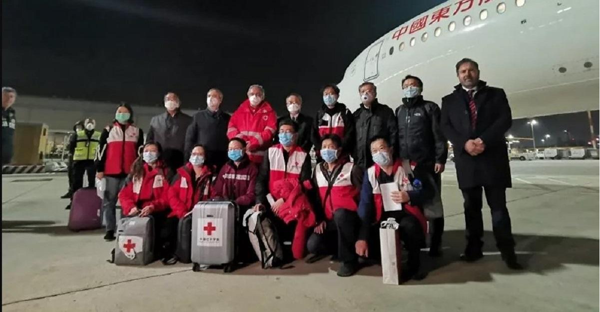 Coronavirus, dottori cinesi: l'Italia dovrebbe ricoverare anche pazienti con sintomi lievi