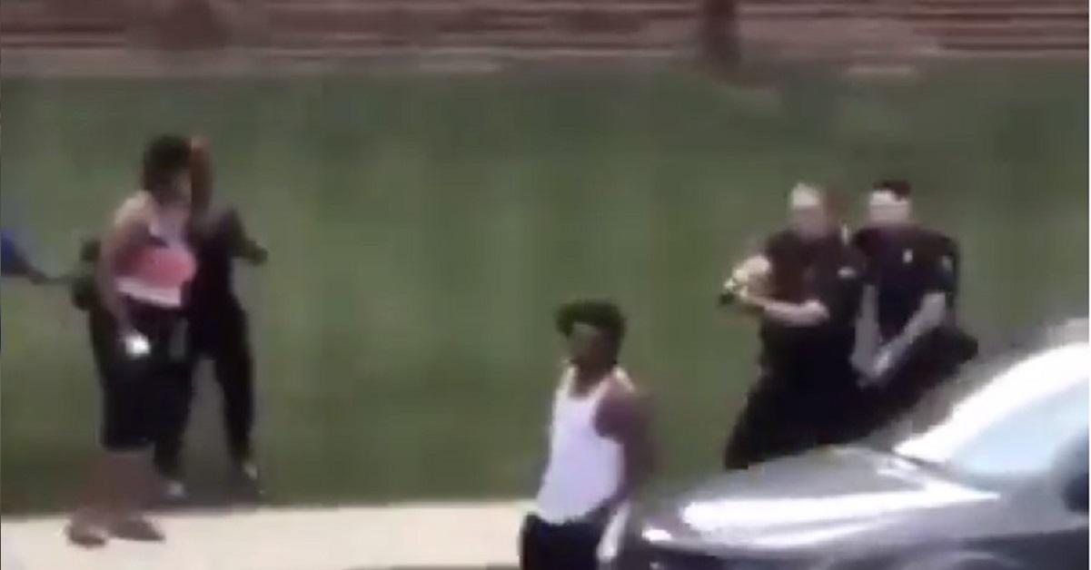 usa polizia spara afroamericano alle spalle davanti ai figli