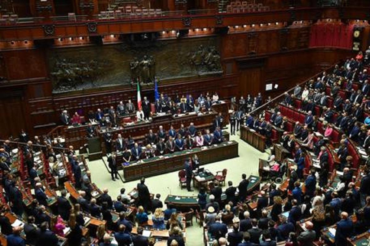 Numero di parlamentari in Italia a confronto con gli altri paesi UE. I dati della vergogna