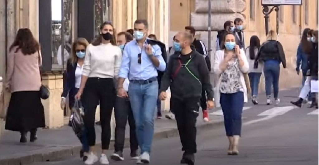 sindaco vieta utilizzo mascherine all'aperto