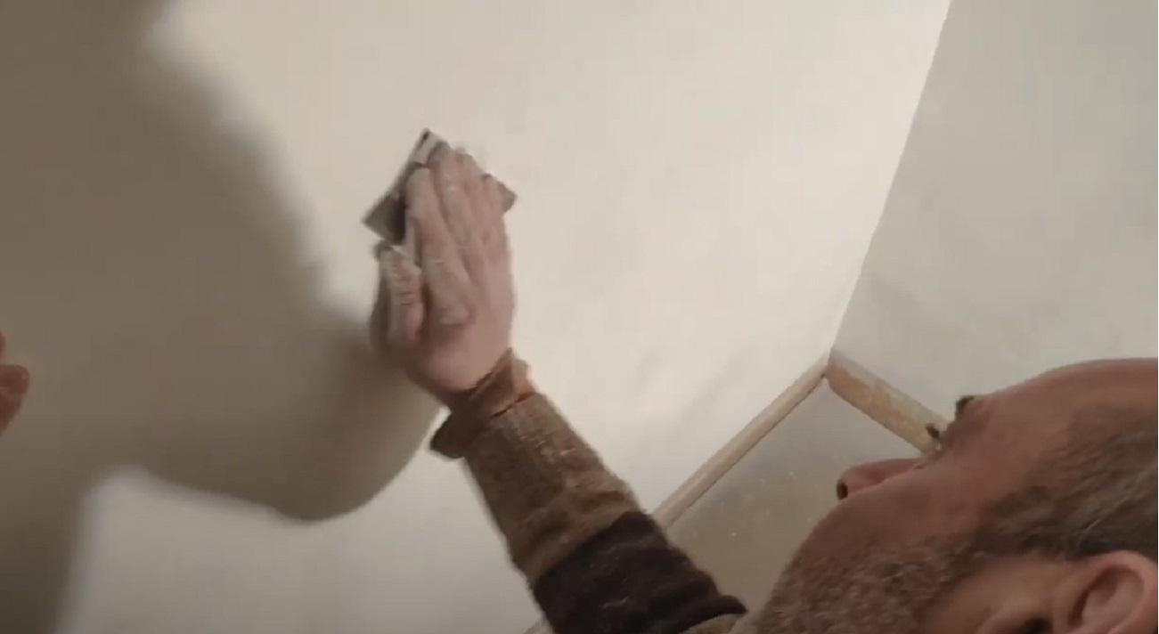 Il grave errore che tutti fanno per togliere le macchie di umidità dalle pareti