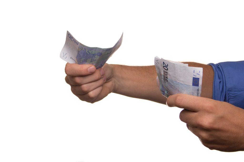 Pagare in contanti lavoratore dipendente