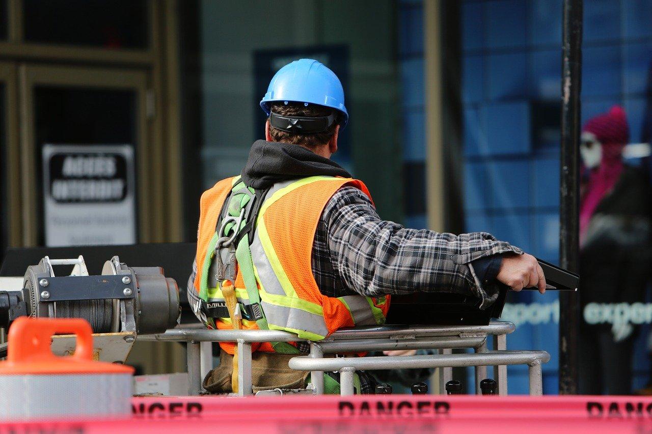 Uomo al lavoro
